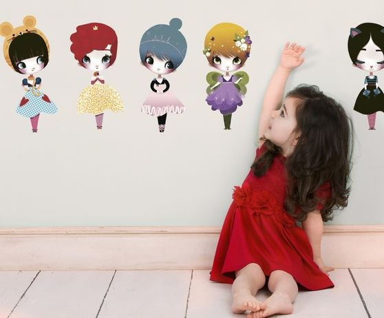 Naklejka tkanina na ścianę 'Dress Up Dolls L'
