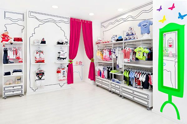 Яркий магазин детской одежды Piccino в Валенсии