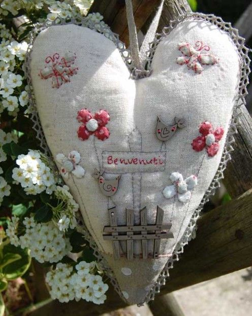 Les Boutis de Lucie | Atelier Laura...such a pretty heart with all the embroidered embellishments!