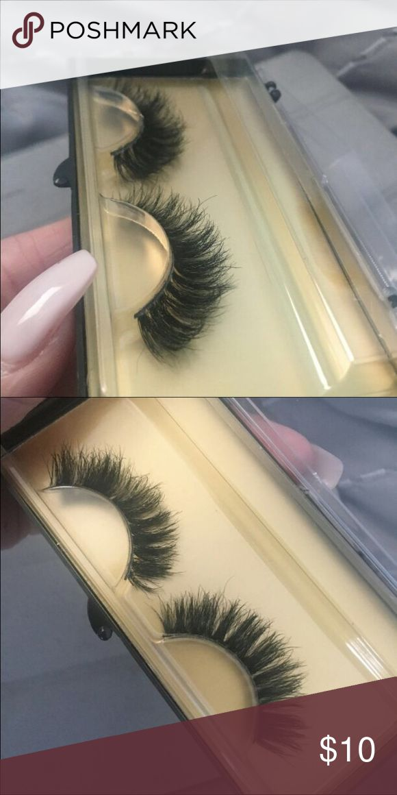 NEW Gorgeous mink eyelashes 😍 Super cute and dramatic! Extremely comfortable to wear 😍 you can trim them and costumes them If they are too long for your eyes. You can wear them in to 35 times or more ! They are brand new I just order too many 😅 Accessories