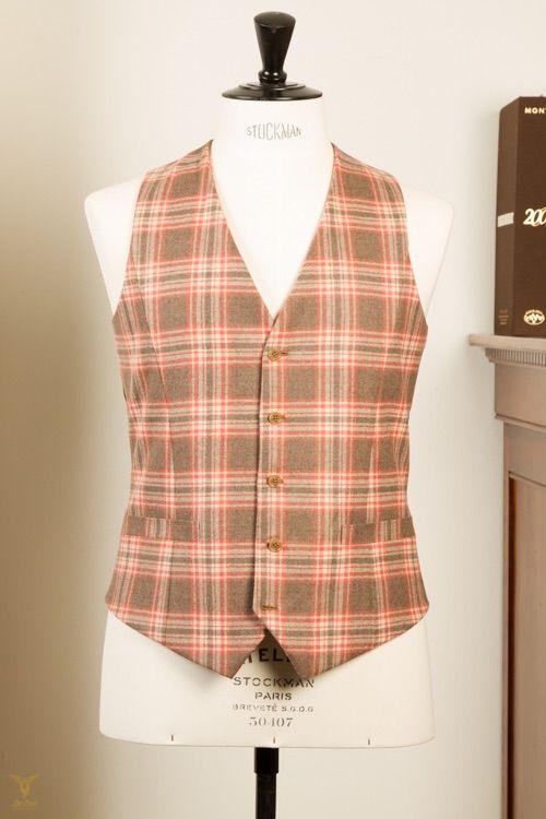Bespoke tailored brown checked Waistcoat with 5 buttons. Part of a 3 piece suit. #bespoketailoring in #Amsterdam  Handgemaakt vest, gilet met bruine ruit met 5 knopen. #Kleermaker in #Amsterdam
