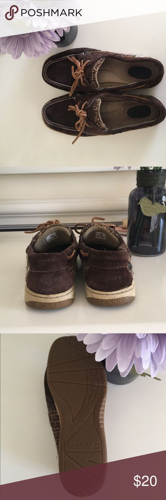 Brown suede Sperry shoe These Suede Sperry shoes have only been worn a few times. They look great wth jeans in the winter ❄️ Sperry Shoes Flats & Loafers