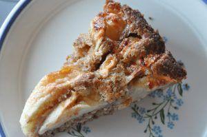 Et tip til dig om en nem og lækker æblekage med rigeligt kanel og havregryn. Æbletærten er hurtig at røre sammen og kagen bliver sprød og velsmagende.