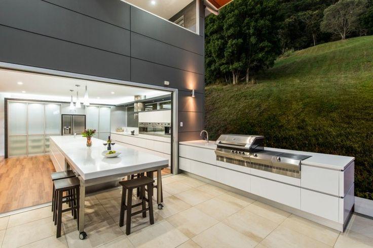 barbecue fixe et cuisine d'été avec coin de repas moderne
