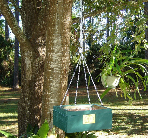 Squirrel Feeder by hpituch on Etsy; maybe recreate this idea with a clementine box?