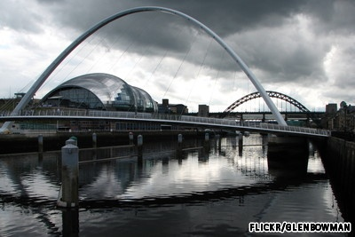 Gateshead Millennium Bridge: Gateshead, England