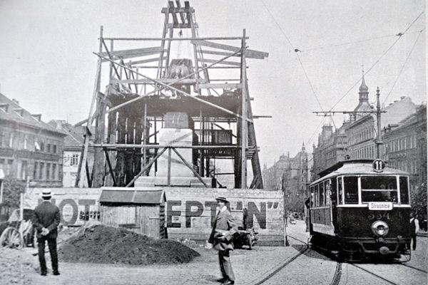 Stavba pomníku svatého Václava v červnu 1912 - Foto: autor neznáný - časopis Český svět