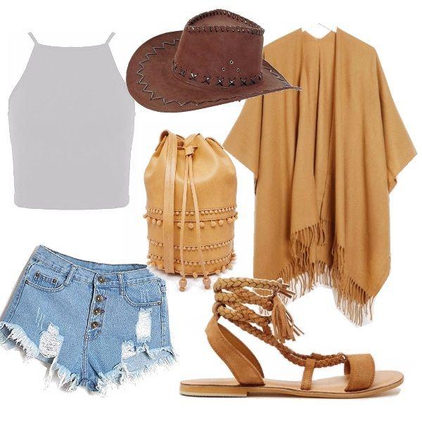 """Ispirato alle ragazze """"Country"""". Shorts e top bianco abbinati alla mantella frangiata, sandali di cuoio intrecciati e borsa a sacco tutti dello stesso colore. Non poteva mancare il tipico cappello da cowboy per visitare la calda terra del Texas."""