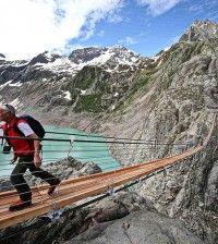 Trift-Suspension-Bridge-İsviçre