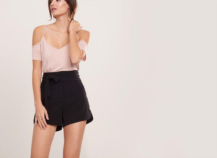 Short habillé avec ceinture souple