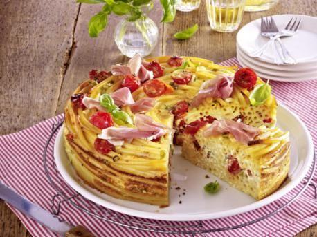 Makaróni torta koktélparadicsommal és sonkával
