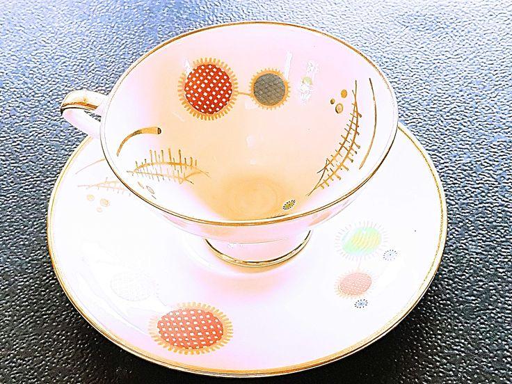 Filigranowa porcelanowa filiżanka. Powstała pom. 1951 a 1962r w wytwórni sławnej bawarskiej rodziny producentów porcelany - Winterling