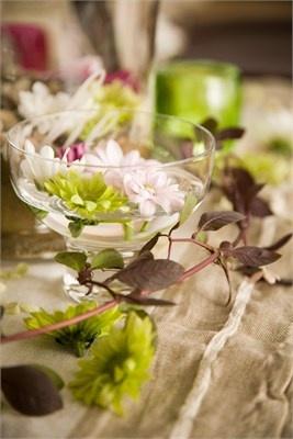 centerpiece: Centerpieces Ideas, Champagne Glasses Centerpieces, Centerpieces Flowers, Simple Centerpieces, Centerpieces Cakes, Green Centerpieces, Wedding Pictures, Wedding Centerpieces, Centrepieces Floral