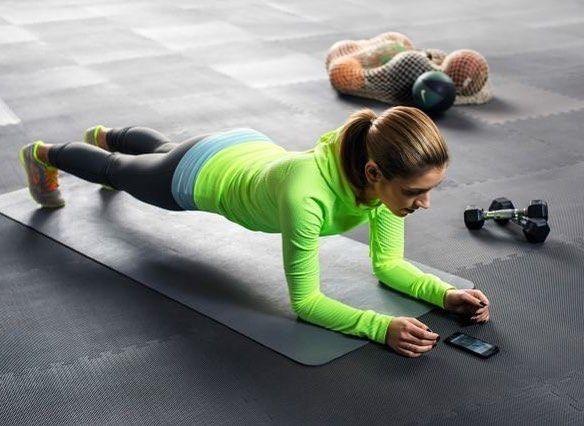 Bauchmuskeln: Die effektivsten Übungen für einen flachen Unterbauch
