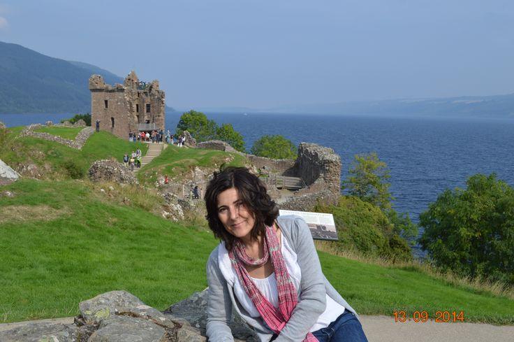 Castillo de Urqhart con el lago Ness a sus pies