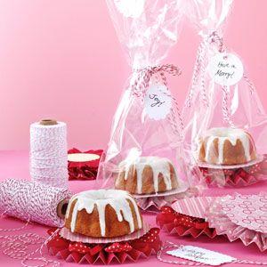pink_ribbon_cakes_#bakerybecause