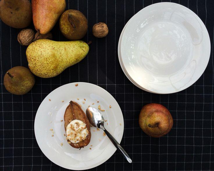 Roasted pear with mascarpone, vanilia and maple cream & granolas