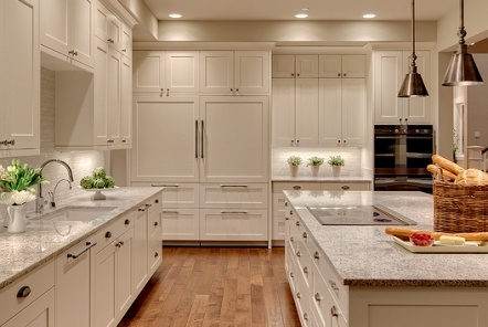 White kitchen    Shuffle Interiors, Builder: Robert Egge Construction Architect: Jeffrey deRoulet, Architects Northwest, Photo: Matt Edington