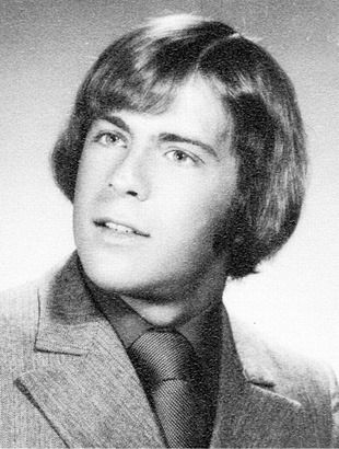 Bruce Willis | Celebrity yearbook photos, Bruce willis