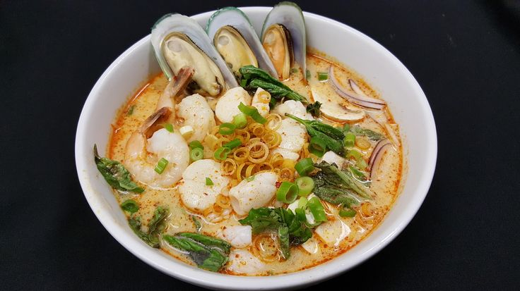Thai House Restaurant Hampton -Mild spicy noodles soup with shrimps, scallops, calamari, mussels, beans sprouts, mushrooms, lemongrass, red onions, scallion and basil leaves.