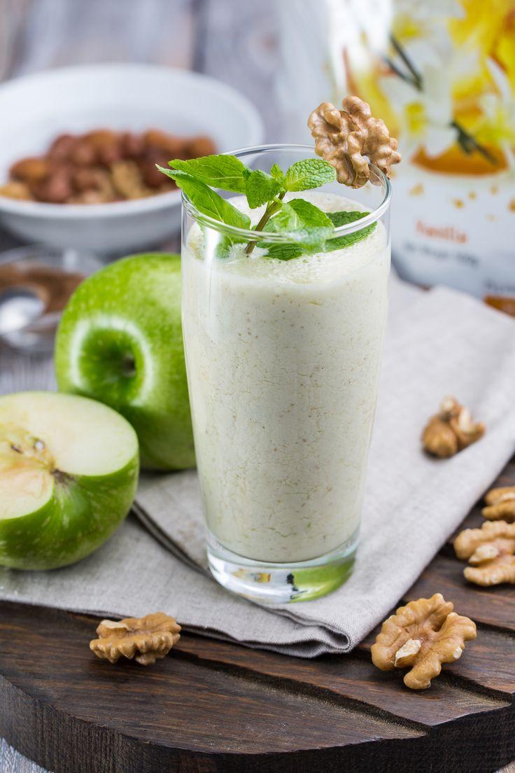 Освежающий коктейль из яблок, ягод крыжовника и белка. Полезный и вкусный десерт необычайно лёгкой консистенции, пышный и густой – лучший коктейль для жаркого лета! #beautyshake #becoral #coralclub #коралловыйклуб #dailydelicious #vanilla #ваниль #milkshake #recipe #рецепт #молочныйкоктейль #apple #яблоко #крыжовник #mint #мята