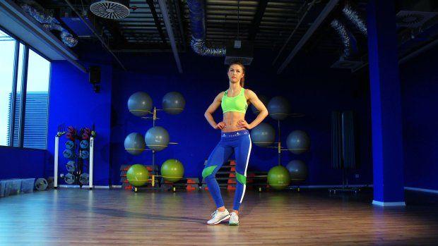Walczysz z oponką? Czas pożegnać ją na zawsze! Oto plan na miesiąc Małgosi Mączyńskiej, trenerki personalnej, Mistrzyni Polski Bikini Fitness. Małgosia wybrała 10 najlepszych ćwiczeń na brzuch. Wykonuj je jedno po drugim, co tydzień zwiększając liczbę powtórzeń. Powodzenia!   Efektami treningu podziel się na facebooku i Instagramie z hashtagiem: #ruszsie30daychallenge  Inne ćwiczenia Małgosi Mączyńskiej:  Tabata fat burning   10 minut na jędrne pośladki   10 minut na płaski brzuch   Trening…