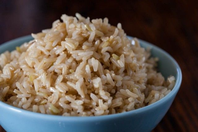 How to Cook Brown Rice in the Microwave ~ http://steamykitchen.com  Great recipe!