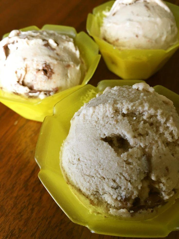 バナナでまったり濃厚アイス     ウチでは定番のアイスクリーム★ 冷凍バナナとヨーグルトを用意しておけばいつでも簡単に作れます‼︎ AiAiマミ    材料 バナナ(完熟) 大3本 ギリシャヨーグルト又は水切りヨーグルト 1/2カップ ピーナッツバター 大さじ4 ヌテラ 大さじ1