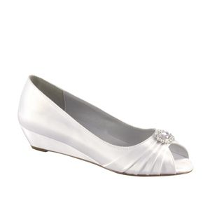 """http://www.nzbridalhire.co.nz Anette (D) Material: Satin  Colour: White  Dyable: Yes  Height: 1""""  Sizes: 5-12"""