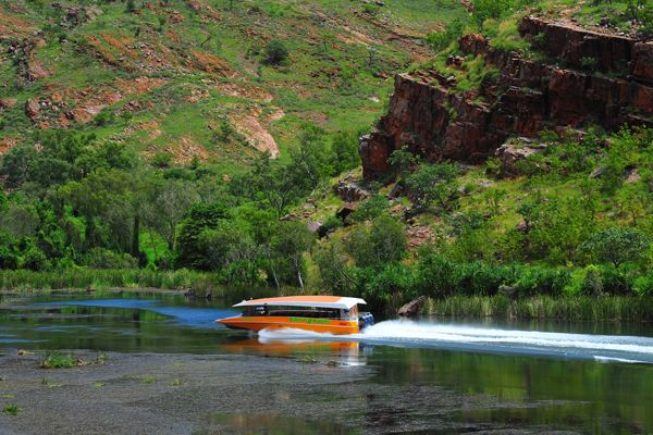 Experience an Ord-some cruising experience on Lake Kununurra with Triple J Tours. Experience the longest continuous daily river cruise in Australia – 55km on the Ord River between Kununurra and the Ord Top Dam at Lake Argyle.