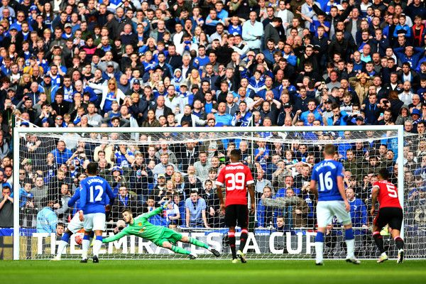 David De Gea of Manchester United saves Romelu Lukaku of Everton's penalty kick during The Emirates FA Cup semi final match between Everton and Manchester United at Wembley Stadium on April 23, 2016 in London, England.