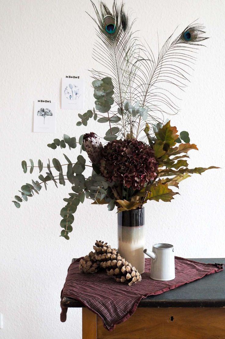 Herbststrauß: Außergewöhnlicher Blumenstrauß für den Herbst in trendigen Bordeauxtönen. Ich zeige dir, was du dafür alles benötigst. Blumendeko für den Herbst.