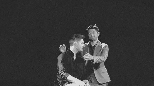 Misha kissing Jensen <<<<<I don't ship Cockles, but this looks like something of Destiel :)