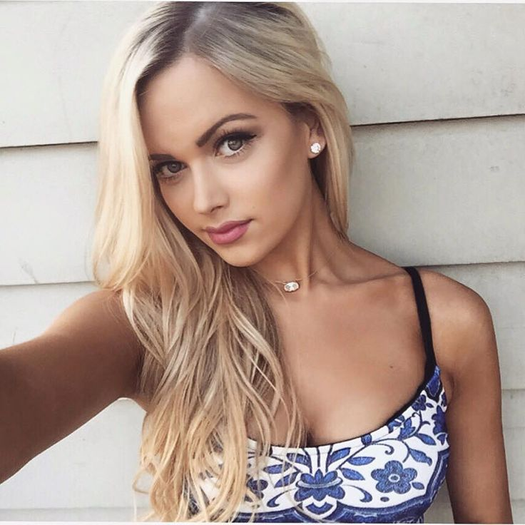 selfie Gorgeous blonde girl