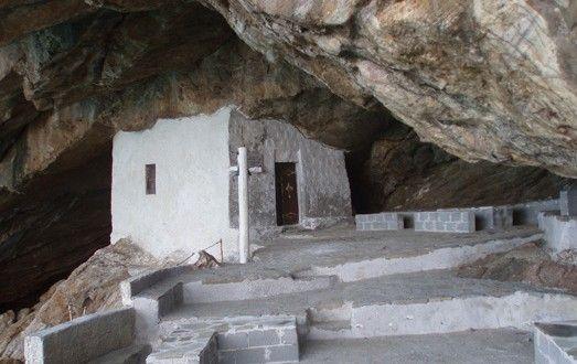 Καθολικές Archives | Page 2 of 2 | SyrosmapΙ.Ν Αγίου Στεφάνου. Ένα γραφικότατο καθολικό εξωκλήσι που βρίσκεται στο Γαλησσά. Είναι κυριολεκτικά σφηνωμένο ανάμεσα σε βράχους που σχηματίζουν μια σπηλιά.
