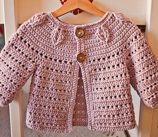 Super cute cardigan to have in any girl's wardrobe. It can be worn with casual outfits or for special occasions. Cardigan is seamless and super comfortable!