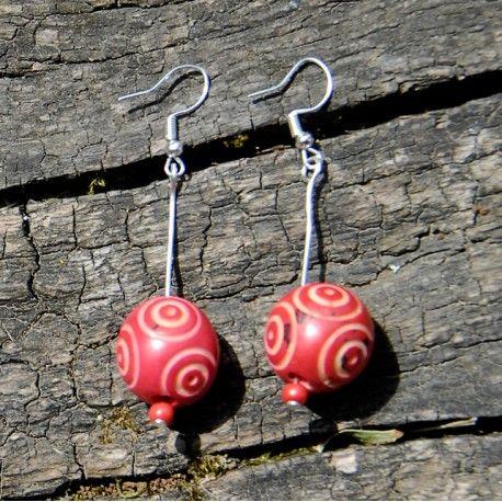 Boucles d'oreilles en graine de bombona gravée