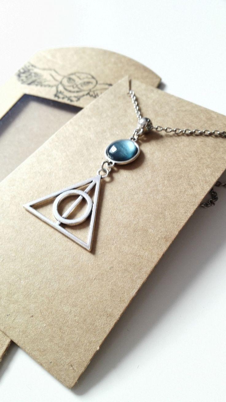 Coffret cadeau Collier Harry Potter et Les Reliques de la Mort argenté cabochon bleu féérique : Collier par miss-perles