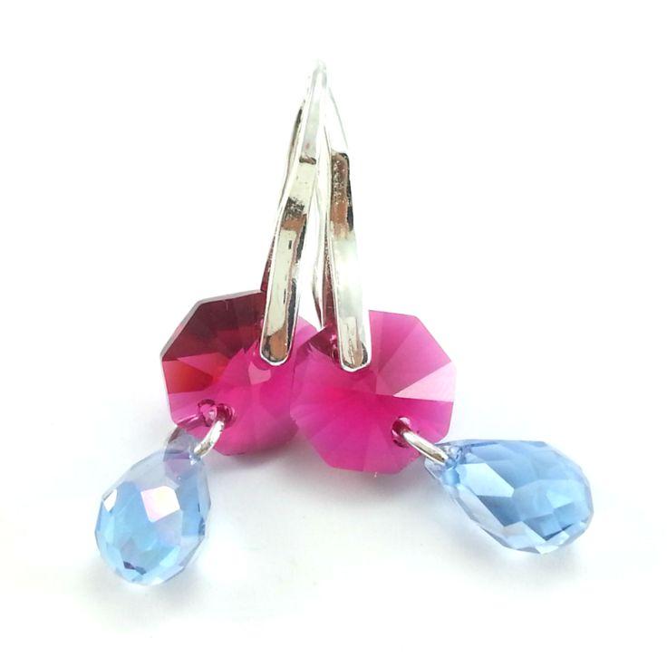 Kolczykize szklanych kryształów octagenów w kolorzeróżowym, błękitnych dropów z elementami w kolorze srebra bez dodatku niklu.