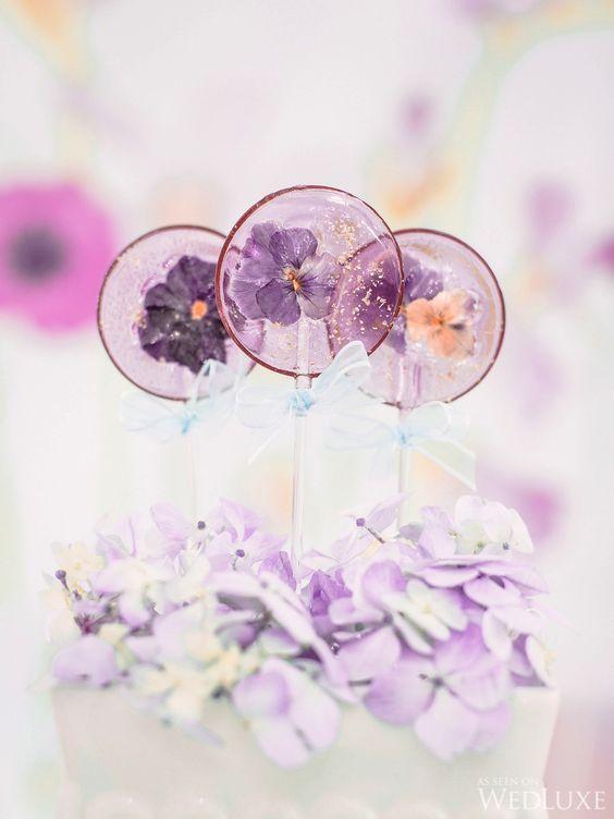 食べられるお花が埋まったキャンディー♡《エディブルフラワーロリポップ》の作り方*にて紹介している画像