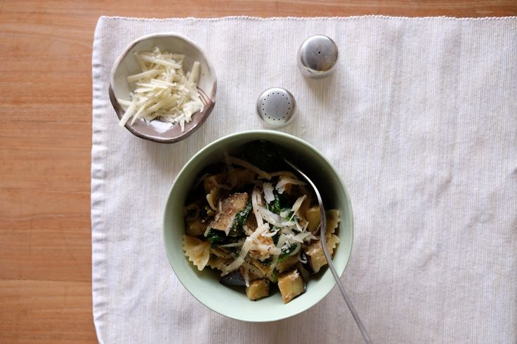 Eggplant pasta with lemon and cheese