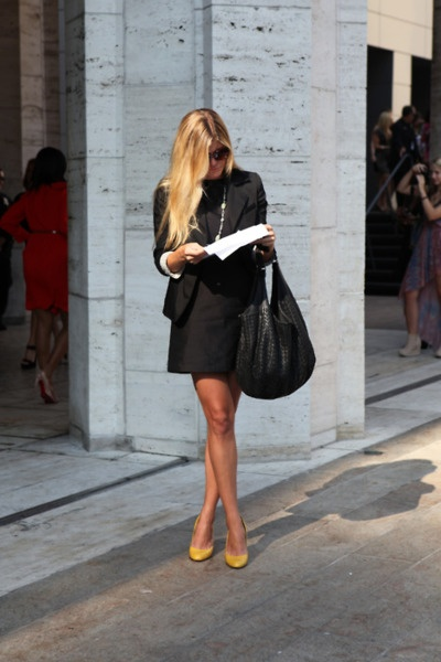 All Black + Yellow Pumps: Yellow Pumps, Black Colors, All Black, Fashion Week, Street Style, Black Leather Dresses, Yellow Shoes, Yellow Heels, Work Outfits
