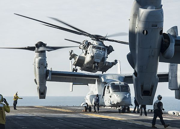A CH-53E Super Stallion, assigned to Marine Medium Tiltrotor Squadron (VMM) 163 (Reinforced), takes off from the flight deck of the amphibious assault ship USS Makin Island (LHD 8) during Tiger Strike 16.