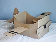 Avión de caja de cartón en Manualidades infantiles para bebés, niños y niñas
