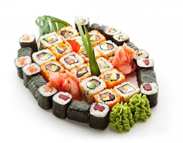 Różne rodzaje sushi źródło: Fotolia