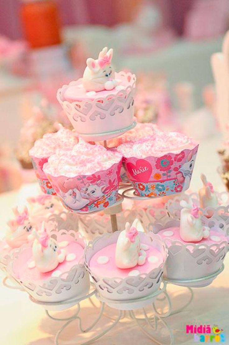 Decoracao fazendinha luxo bolo falso ccs decoracoes eventos car - Cupcake Gata Marie 2