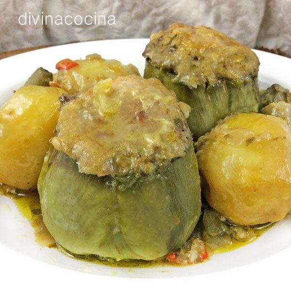 Esta es la receta andaluza tradicional de alcachofas rellenas de carne, aunque en el sur solemos llamarlos alcauciles cuando son grandes y para guiso, y reservamos la palabra alcachofa para los frutos más menuditos, para ensaladas o los que vienen en conserva.