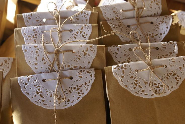 Bolsas decoradas con blondas