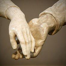 Los amantes de Teruel - Detalle de las manos del monumento funerario a los amantes de Juan de Ávalos.