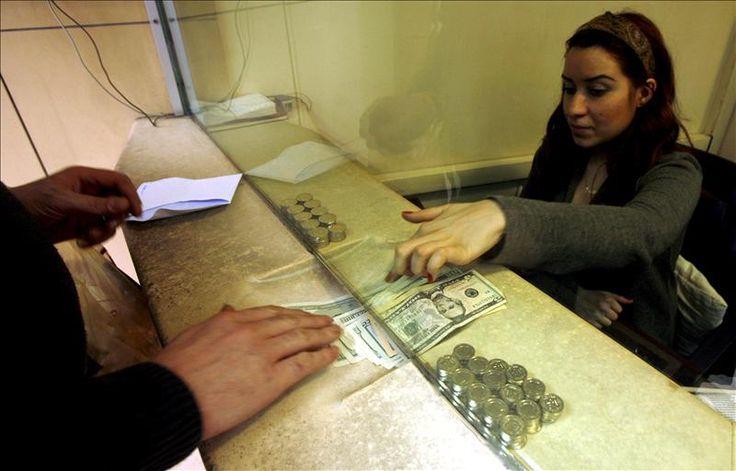 El Centro Nacional de Comercio Exterior (Cencoex) es el organismo que surgió de la difunta Comisión de Administración de Divisas (Cadivi), que fue creada en el año 2003 para combatir la fuga de capitales. En Venezuela, la moneda oficial es el bolívar fuerte y cualquier ciudadano que desee cambiar su dinero a dólares debe hacerlo …